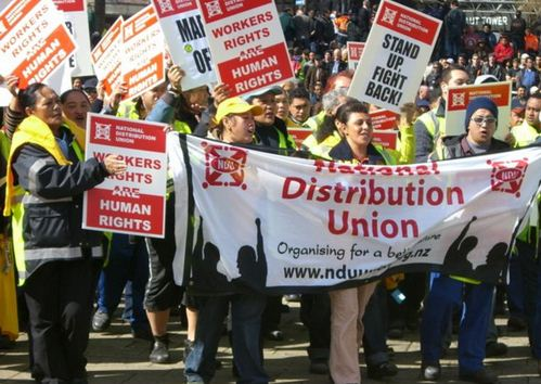 the primary objective of a trade union Their purpose is to protect and improve people's pay and conditions of  the  main reason people join trade unions is so that they can have better pay and.